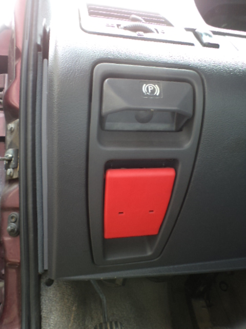 Maner deschidere capota motor